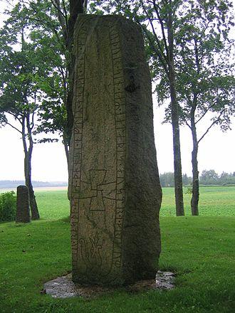 Runestones of Högby - Side A of the runestone.