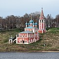 Ансамбль Казанской церкви, вид со стороны Волги.jpg