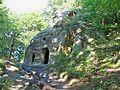 Відслонення Вигородського пісковика з руїнами старовинного монастиря і печери О. Довбуша.Розгірче (3).JPG