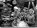 На окраске днища шхуны Ленинград в плавучем доке в городе Ломоносов, июнь 1966.jpg