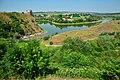 Руїни фортеці в селі Жванець над річкою Жванчик в серпні.jpg