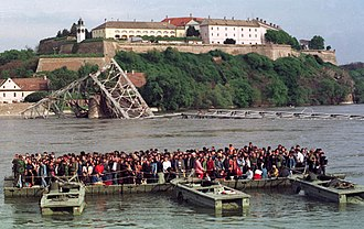 NATO bombing of Yugoslavia - People crossing the Danube after the destruction of three bridges in Novi Sad