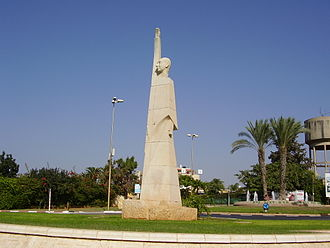 Alfred Mond, 1st Baron Melchett - Statue of Lord Melchett at Tel Mond, Israel