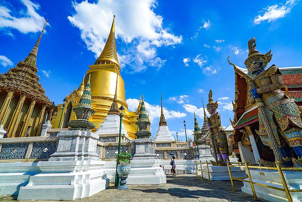 Temple de Wat Phra Si Rattanasatsadaram (Wat Phra Kaeo) dans la vieille ville de Bangkok - Photo de Chaiyathat