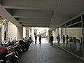 007 Edifici al carrer del Carme, 55-57 - carrer d'en Roig, 28-38 (Barcelona), porxo al c. d'en Roig.jpg