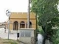 008 Rentador públic, c. Marín (Castelló d'Empúries), vora el rec del Molí.jpg