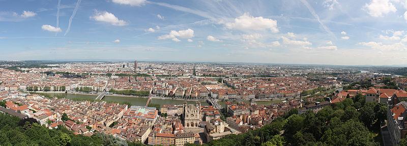 File:01. Panorama de Lyon pris depuis le toit de la Basilique de Fourvière.jpg