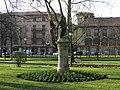 010 Al·legoria de la Primavera, Parque del Muelle (Avilés), al fons el palau de Camposagrado.jpg