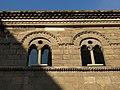 030) Casa de Baragaña, o de Valdecarzana, c. La Ferrería - c. Sol (Avilés), finestres geminades.jpg