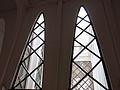 031 Col·legi de les Teresianes, finestres d'arcs parabòlics.JPG