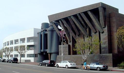 Binoculars building in venice neighborhood of los angeles by frank gehry and sculptor claes oldenberg 1991 2001