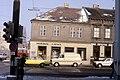 085L08230282 Stadt, links Wagramerstrasse – Kagraner Platz, Gebäude Schröck, Fassade Kagraner Platz.jpg