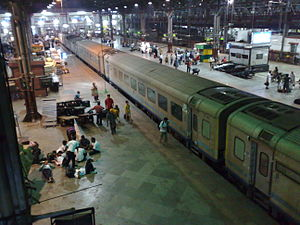 Mumbai Central–Ahmedabad Shatabdi Express - Image: 12010 Shatabdi Express at Mumbai Central station