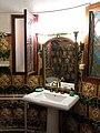 154 Castell de Santa Florentina (Canet de Mar), sala de bany, lavabo.JPG
