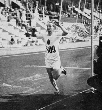 Athletics at the 1912 Summer Olympics – Men's 10,000 metres - Kolehmainen winning the final.