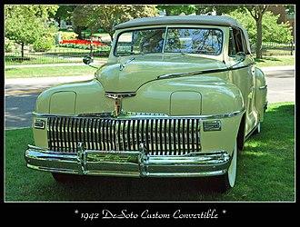 Hidden headlamp - Image: 1942 De Soto Custom (4148147080)