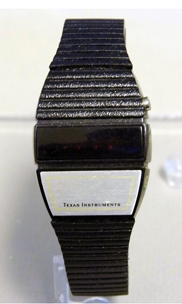 File:1970s Texas Instruments (TI) Red LED Display Men's Wrist Watch, Great Space Age Look (8492641399).jpg