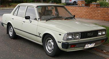 1981 Toyota Corona (XT130) SE sedan (2016-01-04) 01.jpg
