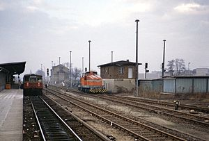 Marienfelde station - Platform with class 275 S-Bahn train of the BVG, to the right of the signal box is locomotive 8 (Henschel DHG 700 C class) of GASAG, 1986