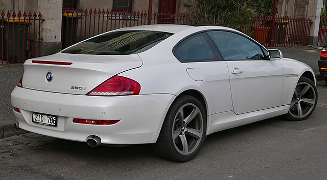 2008 BMW 650i (E63 MY08) coupe (2015-07-16) 02 (cropped)
