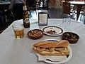 2019-10-31 Entrepà de calamars per esmorzar a l'Ateneu d'Alaquàs.jpg