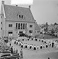 2e dag bezoek Prins Bernhard Gelderland. Jeugd van Ocht voerde volksdansen uit, Bestanddeelnr 905-7509.jpg