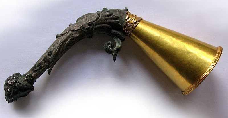 File:4th cent. B.C. Greek gold and bronze drinking horn with head of Dionysus from Tamoikin Art Fund.jpg