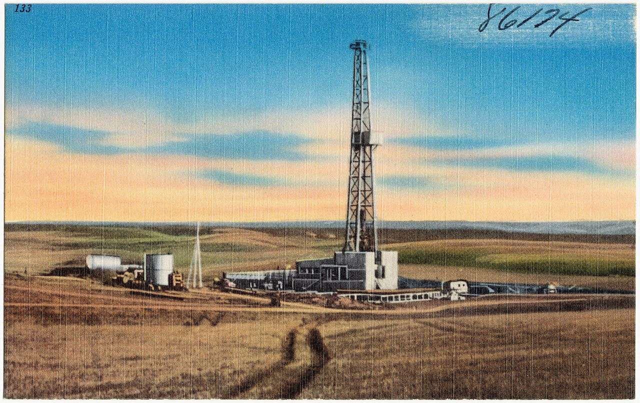 File a typical oil well drilling set up in the williston for The williston