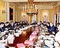 Adolfo Suárez preside el primer Consejo de Ministros de su cuarto Gobierno.jpg