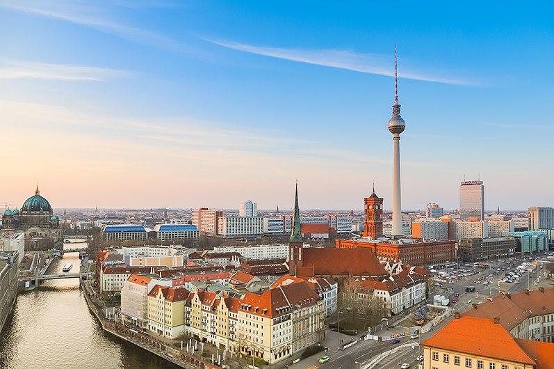 Aerial view of Berlin (32881394137).jpg