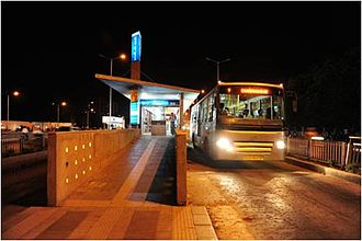 Bus rapid transit in India - Image: Ahm BRTS2