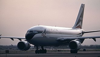 TAROM Flight 371 - The aircraft involved in the accident, shown in 1992 while still in service with Delta Air Lines