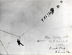 Albert Bond Lambert lifted by a kite at the Forest Park airfield.jpg