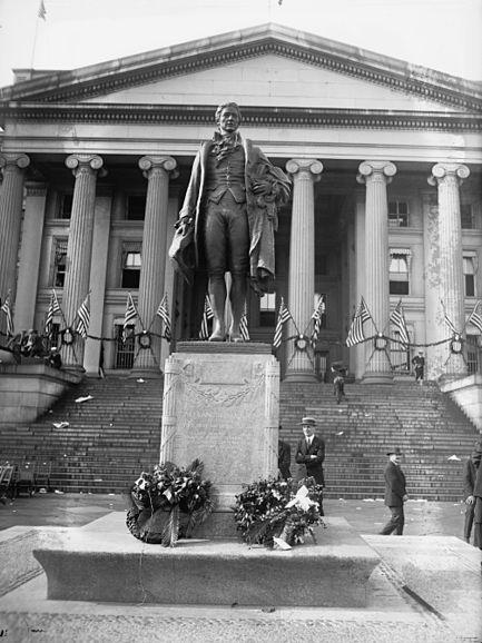 File:Alexander Hamilton statue, Washington D.C. 24200u original.jpg