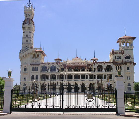https://upload.wikimedia.org/wikipedia/commons/thumb/6/6c/Alexandria_-_Montaza_Palace_-_front_view.JPG/560px-Alexandria_-_Montaza_Palace_-_front_view.JPG