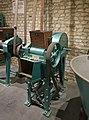 Amandelpelmachine, Nieulant Pelkman (S.A. des établissements), Bakkerijmuseum Veurne, Bakkerijmachine, 3983.jpg