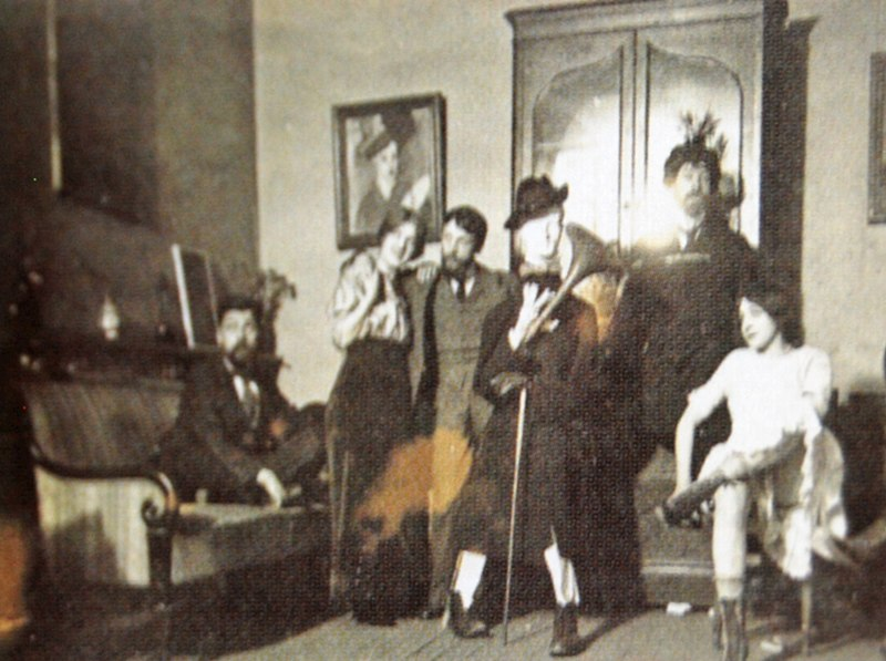 File:Amedeo-modigliani--delta-studios-february-1913-thejewess-visible-party-alexandre-seated.jpg