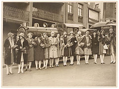 "American women's jazz band ""Ingenues"" and the ""Trackless Train"", Sydney, late 1920's - Sam Hood (3445853333).jpg"