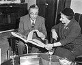 Amsterdam. Minister van Buitenlandse Zaken van Israel Golda Meir ontvangen op he, Bestanddeelnr 916-1015.jpg