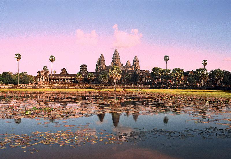 ឯកសារ:Angkor Wat from north pond.JPG