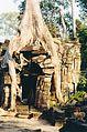 Angkor Wat tourist photos January 2001 09.jpg