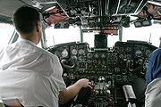 Un pilote d'avion de ligne au travail