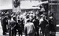 Archivo General de la Nación Argentina 1919 Buenos Aires, Semana Trágica, grupo de huelguistas intentando convencer al chófer para que se sume a la huelga..jpg