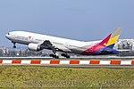 Asiana Airlines (HL7732) Boeing 777-28E(ER) at Sydney Airport (2).jpg