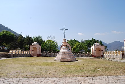 Atrim with cross at Tilaco, Landa de Matamoros, one of the five missions attributed to Junipero Serra Atriumcapillasposas.JPG