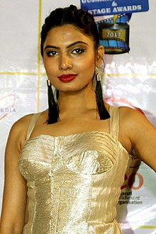 Avani Modi attends the 17th Transmedia Gujarati Screen & Stage Awards in Mumbai (15) (cropped).jpg