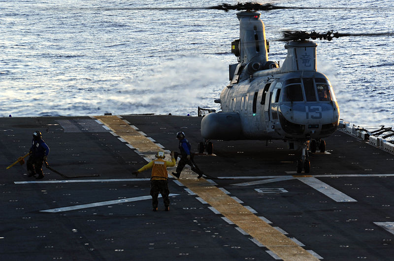 File:Aviation boatswains mates remove chocks and chains from a CH-46E Sea Knight.jpg