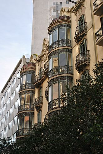 Avinguda Diagonal - Apartment building on Avinguda Diagonal from the beginning of the 20th century