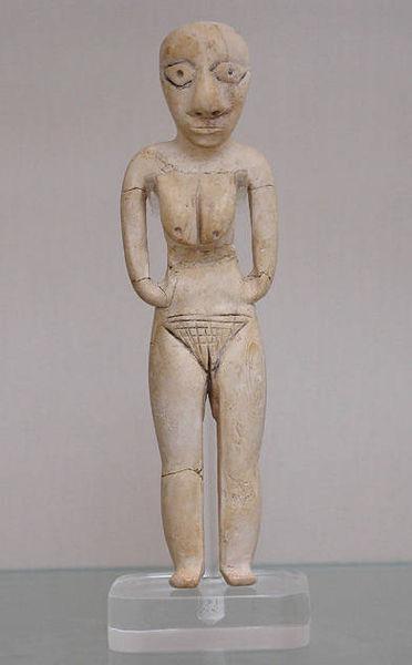 Badari Figur aus Nilpferd-Knochen, Wikimedia Commons, Foto: Jon Bodsworth