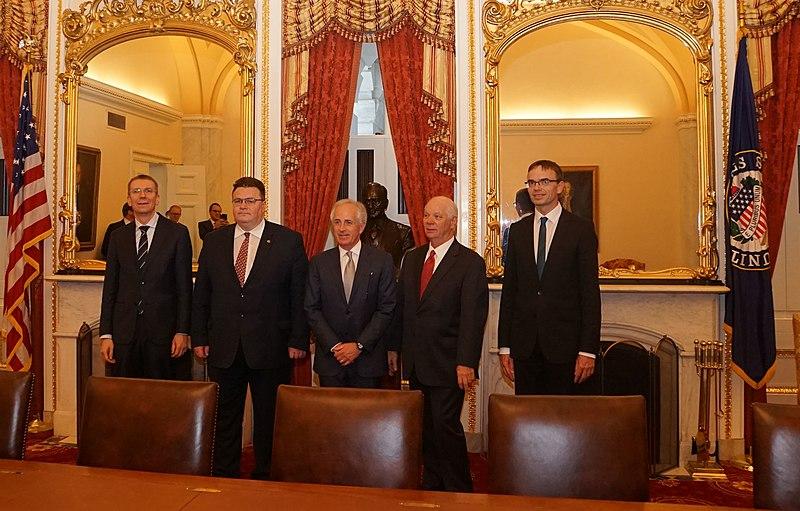 File:Balti välisministrite kohtumine Senati välisasjade komitee esimehe senaatori Bob Corkeri ja aseesimehe Ben Cardiniga. (32864604774).jpg